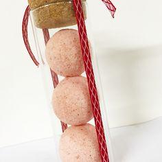 Regala a Natale frizzanti e profumate bombe da bagno - fragranza floreale geranio
