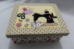 Caixa em mdf com Patchwork Embutido - toda revestida em tecido R$ 98,90