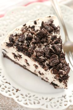 An easy No-Bake Oreo Cheesecake with an Oreo crust. This simple no-bake cheesecake makes a perfect dessert for any time of year!