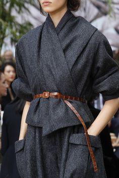Christian Dior Fall 2017 Couture Fashion Show – Kleidung Fashion 2017, Look Fashion, Fashion Details, Trendy Fashion, Fashion Show, Fashion Outfits, Womens Fashion, Fashion Trends, Paris Fashion