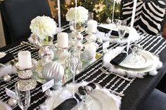 Una mesa elegante para una fiesta de Navidad, una fiesta nochevieja o una fiesta blanco y negro / An elegant and stylish table for a Christmas, New Year's or black & white party