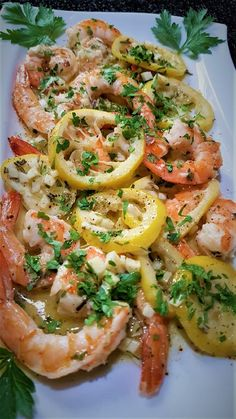 gambas au citron et romarin rôties au four – toc-cuisine.fr Oven-roasted prawns with lemon and rosemary – toc-cuisine. Shrimp Recipes For Dinner, Seafood Recipes, Healthy Dinner Recipes, Healthy Snacks, Easy Smoothie Recipes, Prawn, Italian Recipes, Entrees, Easy Meals