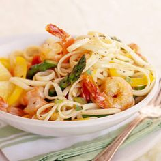 Basil-Lemon Shrimp Linguine -- Basil, considered to be a royal herb in ancient Greece, provides color and flavor to this quick seafood and pasta recipe Shrimp Linguine, Linguine Recipes, Pasta Recipes, Cooking Recipes, Seafood Dishes, Fish And Seafood, Pasta Dishes, Seafood Recipes, Gastronomia