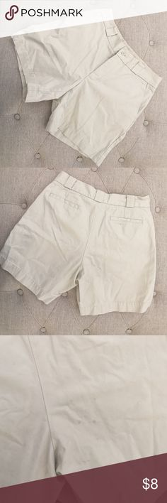 ✅Gap khaki shorts size 2 Gap khaki shorts size 2. Faint stain noted on back-see image GAP Shorts