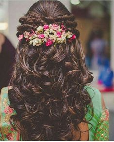 Wedding Hairstyles For Long Hair Beautiful Indian Bridal Hairstyles for Long Hair - Wedding day is one of the most important things in a girl's life. Amidst thinking about her future, feeling sad about leaving her parents and si… Open Hairstyles, Indian Wedding Hairstyles, Bride Hairstyles, Hairstyles Haircuts, Hairstyle Ideas, Hair Ideas, Flower Hairstyles, Saree Hairstyles, Office Hairstyles