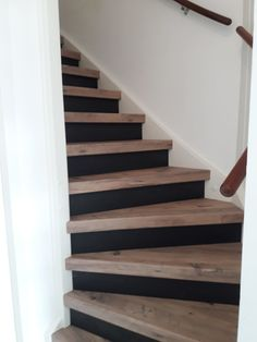 Combine blackboard risers with wooden steps in the Mississippi Pine decor. Wooden Steps, Staircase Remodel, Stair Makeover, House Stairs, Staircase Design, Cottage Homes, Basement Remodeling, Home Projects, Living Room Designs