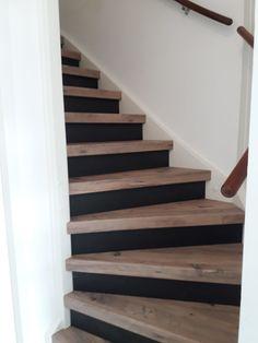 Blackboard stootborden combineren met houten traptreden in het decor Mississippi Pine.
