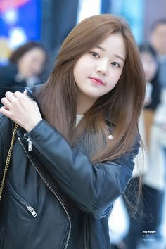 190130 GMP departure (to Japan) Ulzzang Korean Girl, Cute Korean Girl, Korean Beauty Girls, Asian Beauty, Korean Hair Color, Korean Haircut, Girl Hair Colors, Brown Hair Colors, Beautiful Chinese Girl
