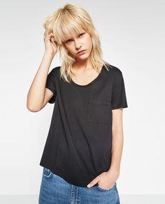 Image 1 de T-SHIRT À POCHE de Zara