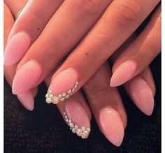 Pink pointed nails with rhinstones Pointy Acrylic Nails, Pointed Nails, Stiletto Nails, Hot Nails, Pink Nails, Hair And Nails, Nagel Bling, New Nail Designs, Super Nails