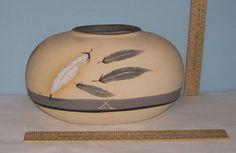 POTTERY VASE marked - 7 GREY FEATHER (B)1986 Pottery VASE SOUTHWEST DESIGN    md