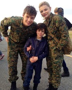 chloe, nick, and zach on the set of the 5th wave