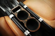 Im getting crazy for this detail : so awesome cupholders !!! the old rusty look and the color of the seat gets an incredible ambiance.... simply perfect.1969 camaro pro touring custom interior 69 HixDesign