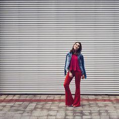 """Lu Ferreira no Instagram: """"Pink + vermelho no look de hoje! Difícil sair tão colorida, né? ❤️ Calça @bynv, blusa @topshop e jaqueta @damyller #ootd #pink"""""""