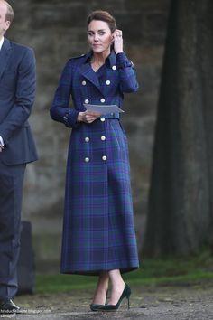 Duchess Kate, Duke And Duchess, Duchess Of Cambridge, Kate Middleton Dress, Kate Middleton Style, Princess Katherine, Princess Kate, George Et Charlotte, Catherine The Great