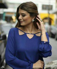 great casual outfit she wears Neck Designs For Suits, Neckline Designs, Dress Neck Designs, Designs For Dresses, Kurta Designs, Blouse Designs, Mode Chic, Mode Style, Indian Designer Outfits