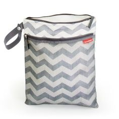 Grab & Go Wet/Dry Bag (Chevron) ~ Keeps leaks and odors contained. Two handy sections keep wet and dry clothes separated; or use one pocket to keep dirty diapers at bay. A handy strap makes it easy to attach to a stroller. Wet Bag, Wet And Dry, Cloth Diapers, Baby Gear, Baby Items, Pouch, Toddler Stuff, Toddler Fun, Kid Stuff