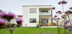 Modernes Fertighaus Flachdach von Pichler Haus Style At Home, Mansions, House Styles, Home Decor, Modern Prefab Homes, Flat Roof, Haus, Luxury Houses, Interior Design