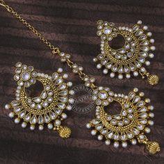 Earrings and Maang Tikka Tika Jewelry, Indian Jewelry Earrings, Fancy Jewellery, Head Jewelry, Royal Jewelry, India Jewelry, Girls Jewelry, Stylish Jewelry, Fashion Jewelry