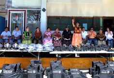 Autoridades de Juchitán entregan equipos y patrullas a la policía municipal