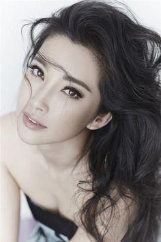 Bingbing Li - Bingbing Li was born on February 1973 in Harbin, China. Dress Makeup, Hair Makeup, Eye Makeup, Asian Eyebrows, Prom Make Up For Blue Dress, Straight Eyebrows, Li Bingbing, Natural Brows, Natural Beauty