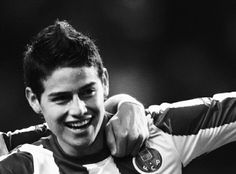James Rodríguez 21 Midfielder FC Porto It's pronounced Ha-mes. Not James. IBWM tend to make the mistake frequently and James himself has al Good Soccer Players, Football Players, James Rodriguez Colombia, James Rodrigues, James 10, Fifa 2014 World Cup, Fc Porto, Cute Celebrities, Celebs