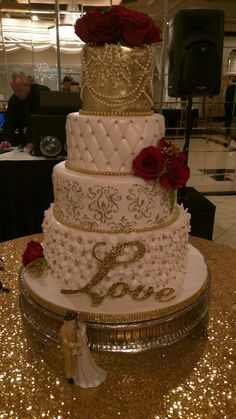 Ideas For Wedding Winter Theme Decoration Inspiration Boards Wedding Cake Roses, Bling Wedding Cakes, Wedding Cake Flavors, White Wedding Cakes, Cool Wedding Cakes, Elegant Wedding Cakes, Beautiful Wedding Cakes, Wedding Cake Designs, Wedding Cake Toppers