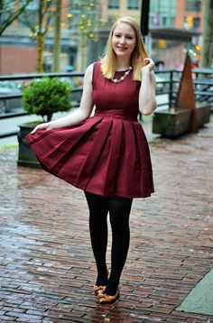 Vancouver Vogue: Pantone Colour of the Year Marsala box pleat dress & shoes from necklace Skater Skirt Outfit, Skirt Outfits, Dress Skirt, Dress Shoes, Skater Skirts, Cozy Fashion, Fashion Looks, Black Tights Outfit, Cosplay Outfits