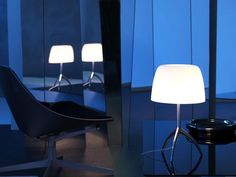 The Foscarini Lumiere 05 Grande is a large table lamp. You have a choice of three frame colors and four screen colors in this light. Order the Lumiere 05 Grande and many other Foscarini lamps online in our shop.