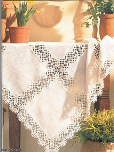 Lace Kitchen Set Table Cloth Patterns This model starts with the entire middle part of the beginning. Crochet Dollies, Crochet Fabric, Crochet Quilt, Crochet Tablecloth, Crochet Cross, Crochet Home, Crochet Granny, Filet Crochet, Crochet Motif