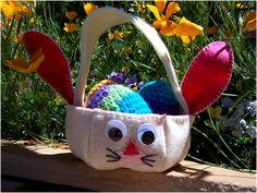 aprenda no blog!  http://artesanatossempre.blogspot.com.br/2012/01/cestinha-de-pascoa-em-feltro-como-fazer.html