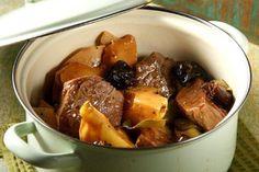 Μοσχάρι με κυδώνια κ δαμάσκινα Greek Recipes, Pot Roast, Pork, Keto, Lunch, Dinner, Cooking, Ethnic Recipes, Carne Asada