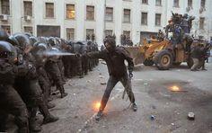 ΤΟ ΚΟΥΤΣΑΒΑΚΙ: Πιάστηκε και άλλος ξένος πράκτορας που υποκίνησε τ... Nέα αποκάλυψη έρχεται από το Κίεβο η οποία είναι ενδεικτική της ανάμειξης των ξένων πρακτόρων στις αθώες διαδηλώσεις οι οποίες έφεραν αμέτρητους νεκρούς και χάος και τελικά την ανατροπή του νόμιμου ηγέτη της Ουκρανίας Βίκτορ Γιανουκόβιτς!