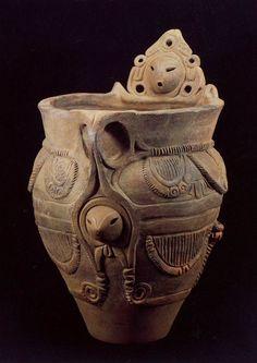 産湯を入れるのに作ったのでしょうか? Jomon Period, Farmhouse Pottery, Antique Pottery, Ceramic Techniques, Stone Sculpture, Clay Figures, Japanese Pottery, Asia, Japan Art