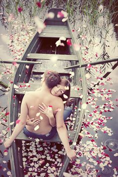 ♥ boat and flower petals romance Love Is Sweet, Love Is All, True Love, Romantic Couples, Cute Couples, Romantic Ideas, Romantic Kisses, Romantic Pics, Romantic Moments