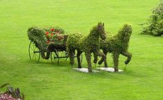 Topiary is the horticultural practice of training live perennial plants. The plants used in topiary are evergreen, mostly woody. Topiary Plants, Topiary Garden, Amazing Gardens, Beautiful Gardens, Beautiful Flowers, Landscape Design, Garden Design, Green Landscape, Green Animals