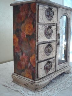 Romantic-shabby-crackle-antiqued-painted-jewelry-box-Plush-new-real-red-velvet