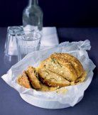 Česnekový chléb s parmazánem recept - ApetitOnline.cz Turkey, Meat, Food, Turkey Country, Essen, Meals, Yemek, Eten