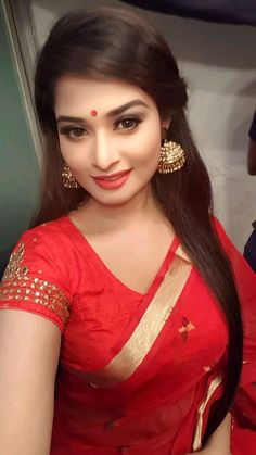 Beautiful Girl Indian, Beautiful Saree, Beautiful Indian Actress, Beauty Full Girl, Cute Beauty, Beauty Women, Actress Priya, Bollywood Designer Sarees, Beautiful Bollywood Actress