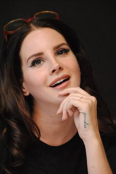 Lana on 'Big Eyes' press conference (Dec. 04, 2014)