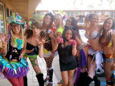 R at Beyond Wonderland 2011 hatter outfit on the far left Edc 2014, Glow Stick Wedding, Beyond Wonderland, Rave Girls, Glow Sticks, Festival Looks, Electronic Music, Edm, Chic