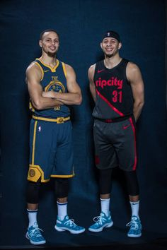 Stephen Curry of the Golden State Warriors and Seth Curry of the Portland Trail Blazers pose for a portrait during the 2019 State Farm AllStar. Stephen Curry Basketball, Love And Basketball, Sports Basketball, Basketball Players, Stephen Curry Family, Nba Stephen Curry, Golden State Warriors Wallpaper, Nba Kings, Seth Curry