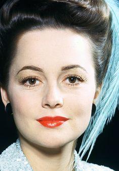 Olivia de Havilland displaying the perfect 1940s face.