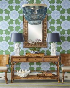 Foo Dogs Lamps and Happy Wallpaper. Beautiful shot - and amazing design - Design Entrée, Design Studio, House Design, Interior Design, Chair Design, Interior Architecture, Design Ideas, Console Table, Interior Inspiration