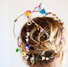 Confetti Sequin Crowns - Check out our list of 39 other DIY crown and tiaras that you can create for your next party | Coolcrafts.com