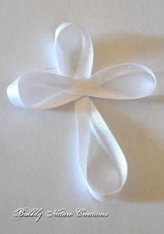 Cross ribbon bows for Communion Ribbon Crafts, Ribbon Bows, Fabric Crafts, Ribbon Hair, Ribbons, Première Communion, First Holy Communion, First Communion Decorations, Communion Centerpieces