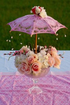 This Garden Party Baby Shower Centerpiece is so so cute. This centerpiece idea is truly versatile and can be used for any type of baby shower. party baby Oh So Cute DIY Parasol Garden Party Baby Shower Centerpiece Bridal Shower Centerpieces, Flower Centerpieces, Umbrella Centerpiece, Centerpiece Ideas, Tea Party Centerpieces, Garden Party Decorations, Baby Shower Decorations, Party Garden, Garden Parties