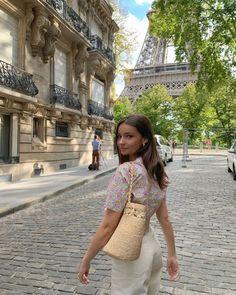 Parisian Summer, Parisian Chic, French Summer, French Girl Style, French Girls, Estilo Gossip Girl, Paris Outfits, Summer Outfits, French Lifestyle