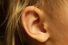 Wie entfernt man Ohrenschmalz? Hausmittel gegen Ohrenschmalz lösen harte festsitzende Pfropfen im Ohr & entfernen die Verstopfung. Hier finden Sie die besten Mittel & Tipps!