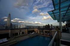 Worlds Top 12 Dopest Rooftop Pools (12 Pictures)